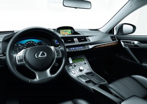 Interior del Lexus 200h Move On White Edition