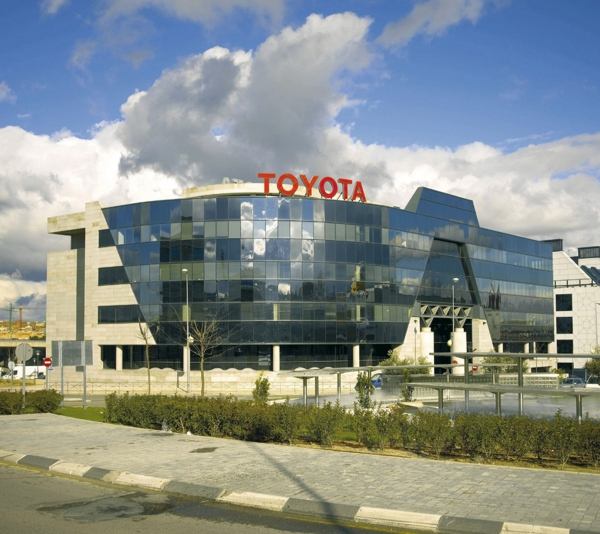 Toyota twierdzi, Pive plan dla zamówień złożonych w styczniu 2013