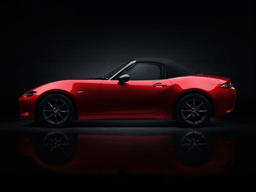 Mazda wprowadza na rynek nowy samochód sportowy: na MX5