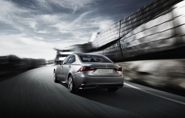 "Lexus říká: ""adios"" motorová nafta"
