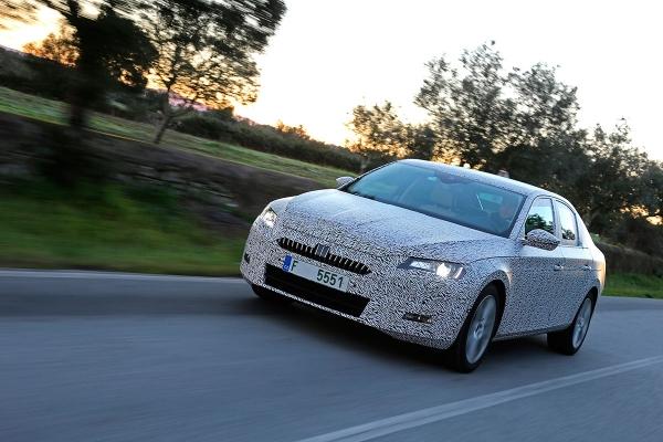 Otkrijte skice novog Škoda Superb