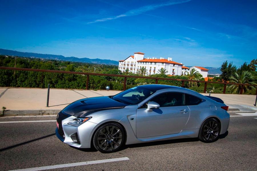 नई लेक्सस आर सी एफ स्पेन की सड़कों पर debuts
