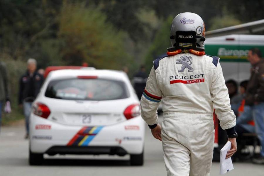 9日は208 GTiのレース経験のための事前登録を完了し、左