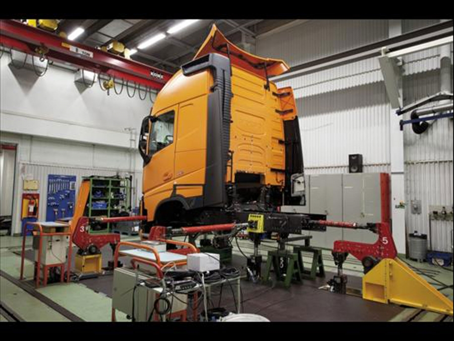 Qualitätsprüfungen im neuen Volvo FH durchgeführt