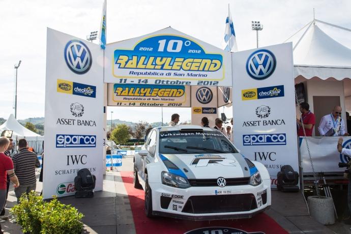 कार्लोस Sainz 10 º रैली लीजेंड सैन मैरिनो में पोलो आर WRC परीक्षण किया